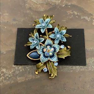 NWT Pretty Blue Flower Sparkling Bouquet Brooch